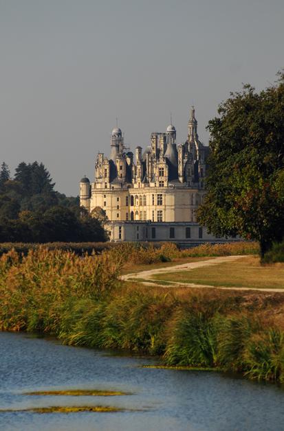 Vue du château depuis le plan d'eau