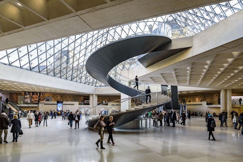 Vue-de-lescalier-helicoidal-sous-la-Pyramide_Olivier-Ouadah