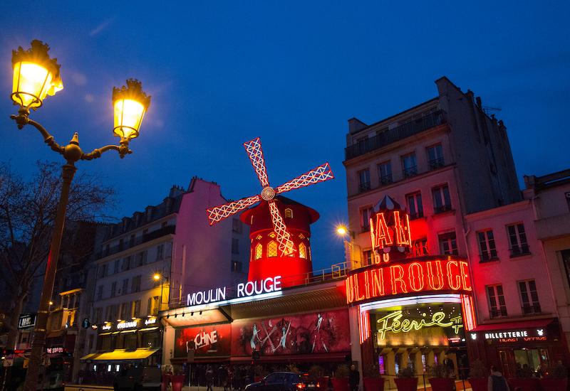 Facade-Moulin-Rouge_D-Duguet